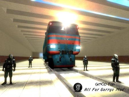 Поезд со светящимися фарами и на ходу. внешнее управление.